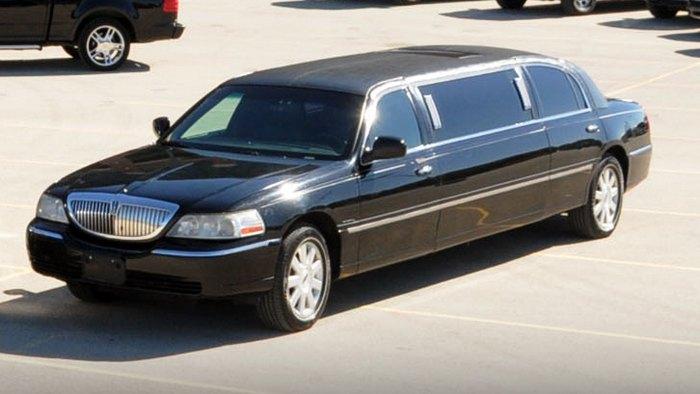 6 passenger Black Limo exterior