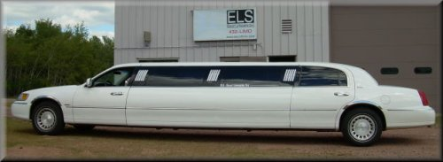 10 passenger White Limo exterior