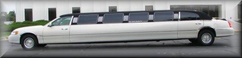 14 passenger Tuxedo Limo exterior