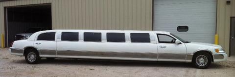 14 passenger White Limo exterior